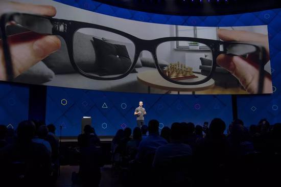 Facebook宣布智能眼镜将于今年上市